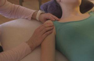 Bild einer Massagebehandlung in der Heilpraxis Barbara Dornschneider